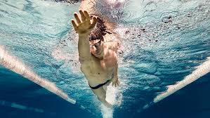 nageur en crawl